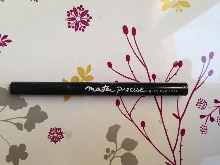 Master precise Maybelline 1